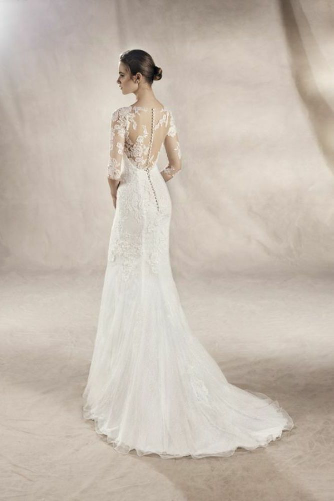 http://www.gatehousebrides.co.uk/wp-content/uploads/2017/03/white-one-dresses-YASU-C.jpg