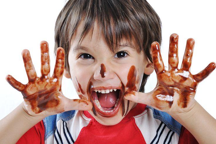 Macchie di cioccolato sui vestiti? Scopri come fare a toglierle!