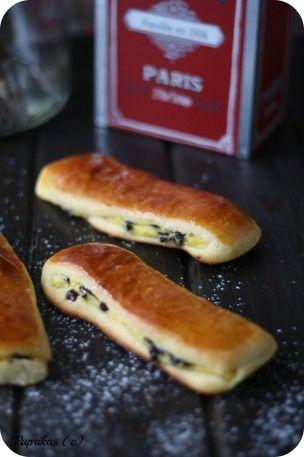 Une brioche suisse ou encore pain suisse est une viennoiserie formée d'un rectangle de pâte briochée garnie d'une crème pâtissière à la vanille et de pépites de chocolat. Également appelé chocolatine, pépito, drops, brioche savoyarde, cravate, flamand,patte...