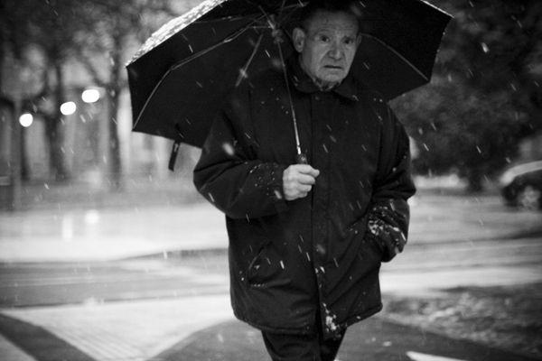 Por:Andreu Serrano La Fotografía callejera (Street Photography) es un estilo muy divertido, que exige mucha práctica y que te permite desarrollar tu ojo fo