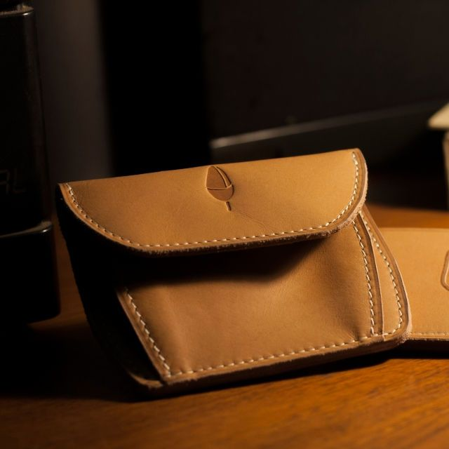 - Pull Up Cow Leather - Machine Stitch - 3 Card Slots - 1 Easy Access Outer Card Slot