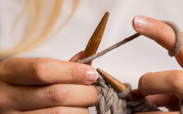 Vuoi imparare a lavorare a maglia? Scopri i tutorial per principianti su DaWanda: inizia subito a creare!