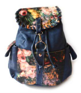 Mochila Rosas Azul. Cuero sintético. Visítanos en tuakiti.com #mochila #backpack #viaje #travel #tuakiti