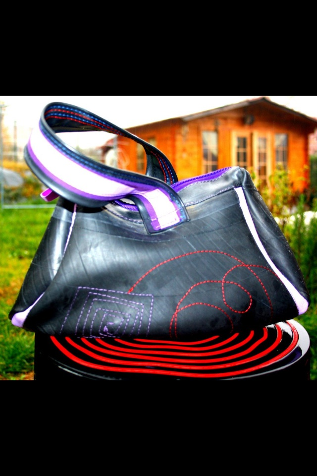 bags made with tubes of cars, bicycles and tractors! can be found on the facebook page LOLLO AUS100%!
