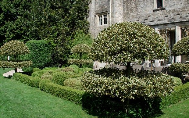 Article on the gardens of Barnsley, Glouscestershire and Rosemary Verey