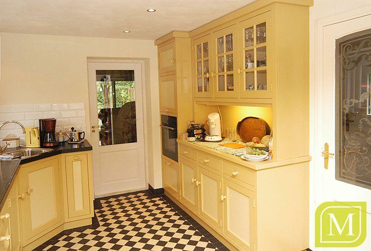 Landelijke keuken met veel geel-tinten #mint #interieur #maatwerk