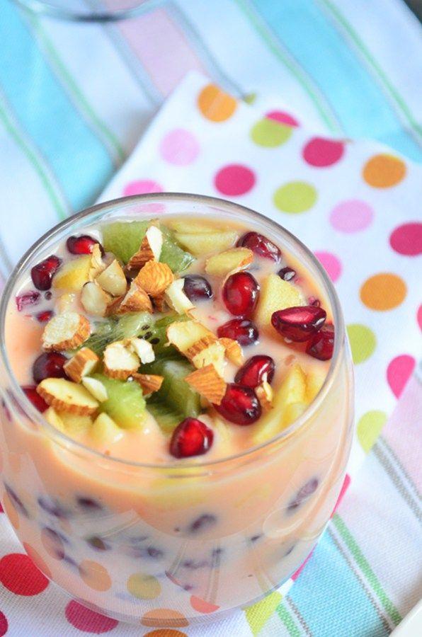 Easy fruit custard, fruit salad with custard! Recipe @ http://cookclickndevour.com/easy-fruit-custard-recipe #cookclickndevour #recipeoftheday #dessertrecipes