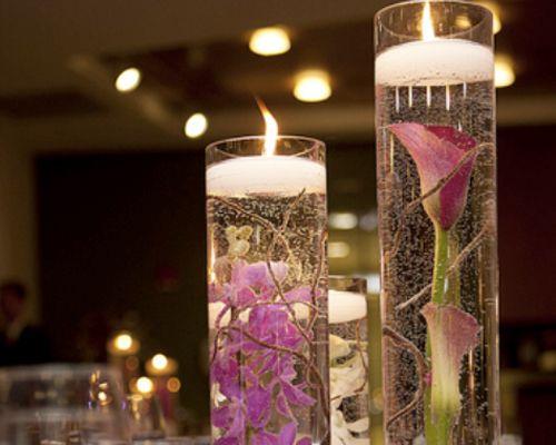 Centro de mesa com flores submersas