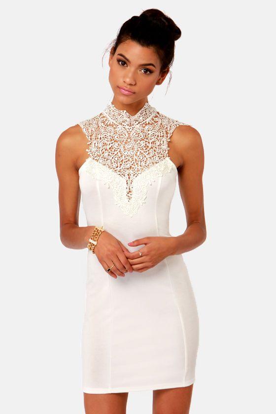 Renaissance Court Lace Ivory Dress: amazing for a party!