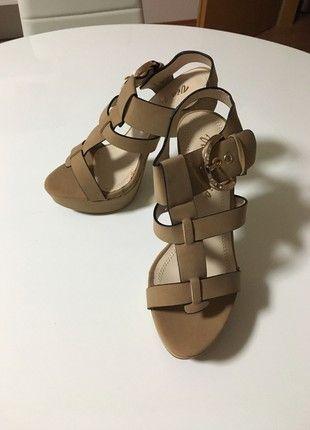 Nové luxusní sandále na podpatku