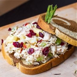 Cranberry Apple Chicken Salad ny arismenu: Healthy protein packed chicken salad with dried cranberries, fresh apples and rosemary.#Salad #Healthy #Chicken #Apple