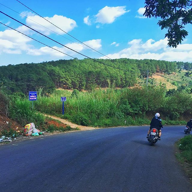 Vietnam beauty is also this #motorbike #moto #trashes . . . #dalat #dalatvietnam #vietnamtravel #vietnam #explorevietnam  #amazingvietnam #vietnamcharm #ilovevietnam #travelvietnam #southeastasia #beautifulseasia #discover #wanderlust #worldphoto #travel #backpacking #globetrotter #quebecoisenvoyage #visionofpictures #eatheacope #snapseed #shotoniphone #iphonepics #iphonephotography #phonetography