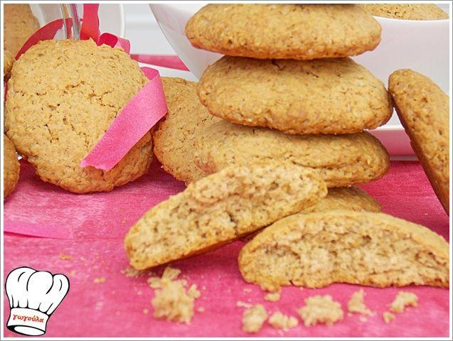 ΦΑΝΤΑΣΤΙΚΑ COOKIES ΜΕ ΝΙΦΑΔΕΣ ΒΡΩΜΗΣ!!! ΥΛΙΚΑ (25 cookies περιπου) 200 γρ.νιφαδες βρωμης 225 γρ.φυτικο βουτυρο ελαιολαδου 50 γρ.μαυρη ζαχαρη 50 γρ.καστανη ζαχαρη 1 σφηνακι κονιακ 40 ml 3 κ.γλυκου κοφτα μπεικιν παουντερ 250 γρ.αλευρι για ολες τις χρησεις 1/2 κ.γλυκου κανελα τριμμενη 1 καψουλα βανιλιας