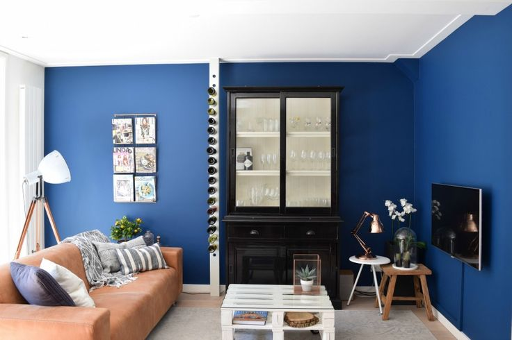 mooi, opvallende, maar toch warme kleur blauw op de muur. Full indigo van #Flexa in appartement in #Amsterdam