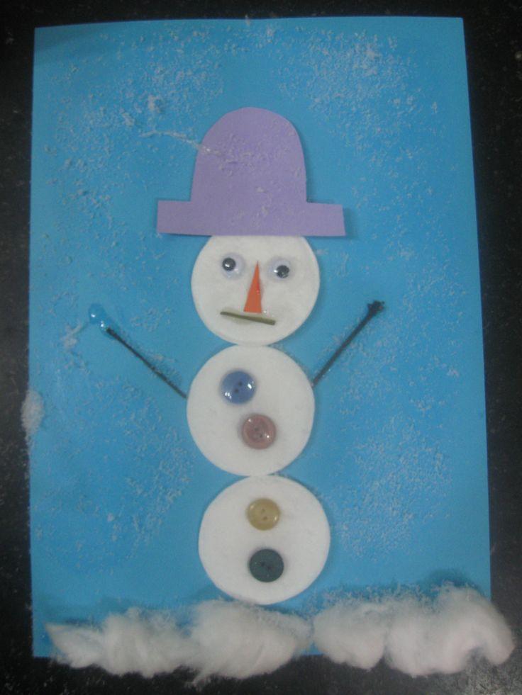 Sneeuwpop met sneeuw (geweldig voor de sensomotoriek om erover te strooien)