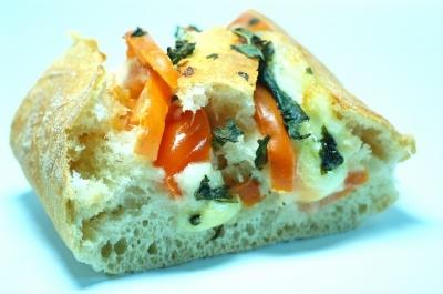Rezept für Ciabatta Partybrot mit Tomate, Mozzarella und Basilikum