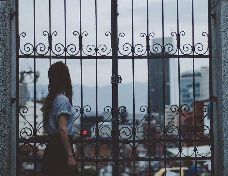 """""""Életed+rendbetételének+belülről+kell+fakadnia.+Nem+kell+másokra+várnod,+hogy+életedet+ráncba+szedjék.+Amint+mozdulsz,+a+világ+is+mozdulni+fog.+/Andrew+Matthew/  Sokszor+úgy+érezzük,+hogy+minden+összeesküdött+ellenünk.+Ha+van+valami+jó+is+az+életünkben,+akkor+az+biztosan+eltűnik+pillanatok+alatt,…"""