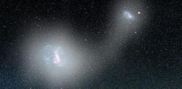 """Un articolo pubblicato sulla rivista """"Monthly Notices of the Royal Astronomical Society"""" descrive le prove raccolte dell'esistenza di un ponte di stelle tra le due Nubi di Magellano, le due galassie nane satelliti della Via Lattea. Un team internazionale ha usato dati raccolti dalla sonda spaziale Gaia dell'ESA per stabilire che quel ponte non è composto solo di gas ma anche di stelle che sono vecchie e sono state strappate dalle loro galassie. Leggi i dettagli nell'articolo!"""