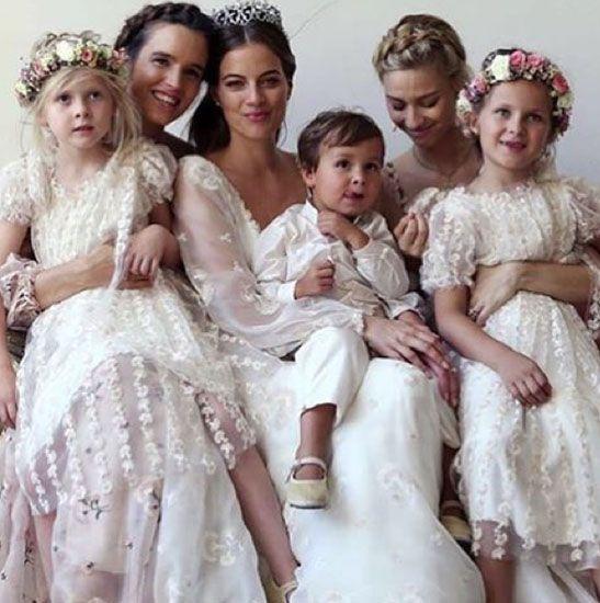 Beatrice Borromeo (senza il marito Pierre Casiraghi) con Lapo Elkann e la fidanzata Shermine Shahrivar, invitati di lusso al matrimonio del principe tedesco: le foto private | People