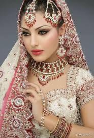 Resultado de imagem para mulheres indianade perfil com manto na cabeça