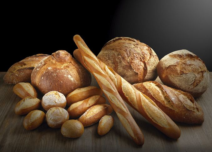 Gran variedad de panes blancos: barras, flautas, payès...