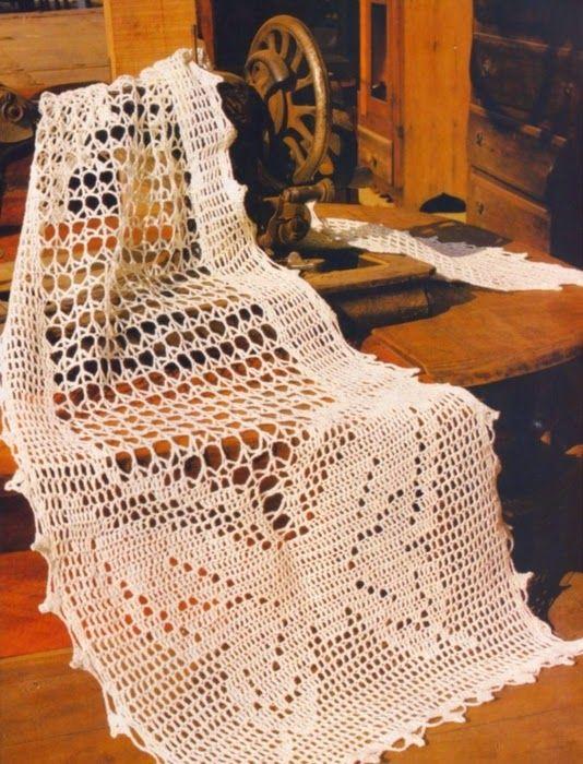 Patrones para tejer camino de mesa con diseño de mariposas ganchillo