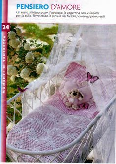 Hobby lavori femminili - ricamo - uncinetto - maglia: copertina neonato farfalle