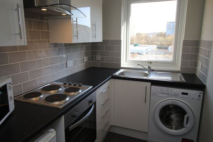 Lovely third floor one bedroom flat which has just been completely renovated with brand new kitchen, bathroom,...