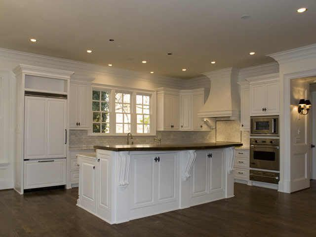 10 foot ceilings and cabinets - crown moulding above ...