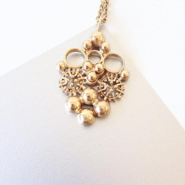 A 1970s bronze pendant by Finnish jewelry designer Kalevi Sara wish you good night~ #finnishdesign #finnishjewelry #scandinavianjewelry #nordicjewelry #midcenturymodern #1970s #vintagefashion #vintagefinland #modernjewelry #fashionaccessories #fashionblog