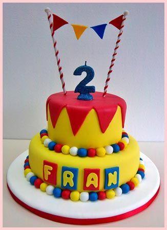 Torta de #cumpleaños con la temática de #circo, muy colorida y divertida.