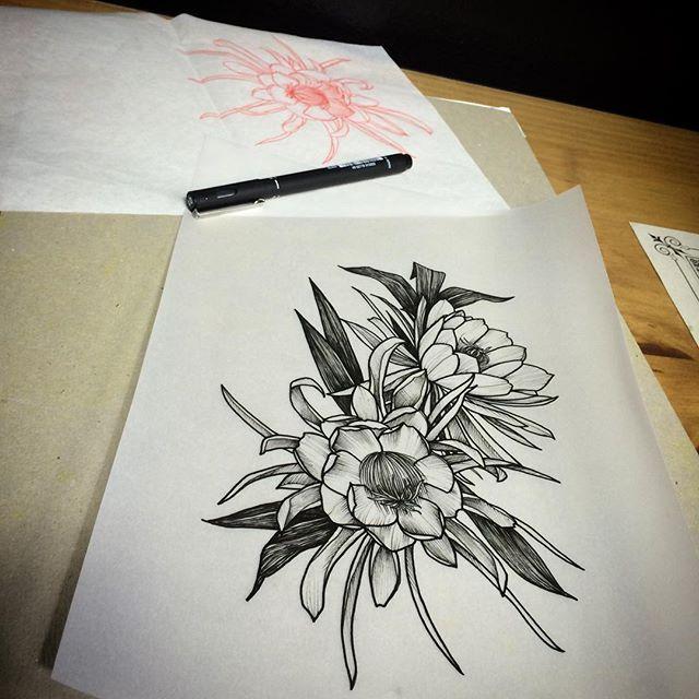 #mulpix A perfumada Dama da noite. Desenho disponível para tatuar.  #oldfriendsartstudio  #mauriciohuber  #tintasironworksbrasil  #ironworksink  #ironworks  #ironworksbrasil  #blackwork  #blackworkers_tattoo  #ta2  #tattoo  #tatuagem  #tatuagemblumenau  #Blumenau  #blumenautattoo  #ink  #drawing  #floral  #floraldesign  #florestattoo  #flowerstattoo