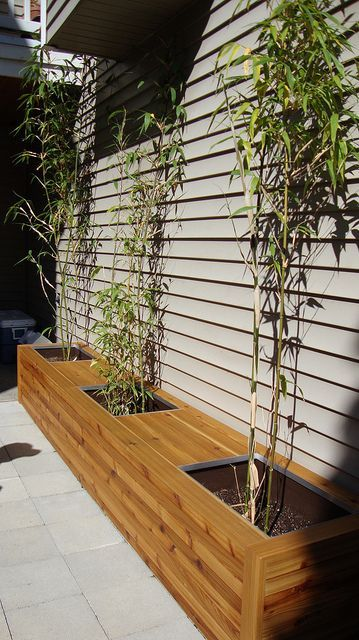 Cedar planter box and bench seating by Independent Woodworks, via Flickr www.independentwoodworks.com/outside:
