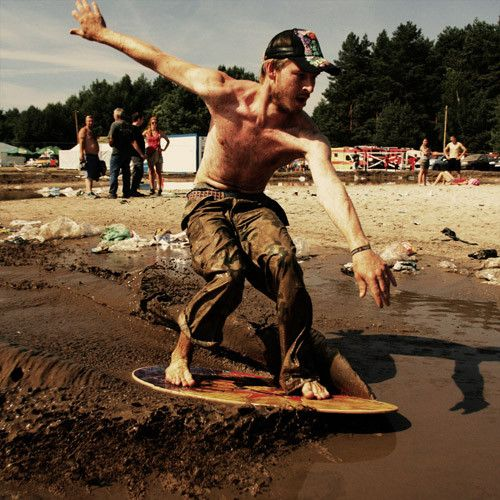 XV Przystanek Woodstock 2009 : Surfing w blocie ;-)    Film used : polaroid 669 | hydyne