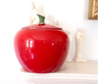 Apple cookie jar: Apples Cookies, Jars Metals, Red Apples, Apple Cookie, Apples Kitchens, Cookie Jars, Vintage Cookies Jars, Apples Jars, Apples Ideas