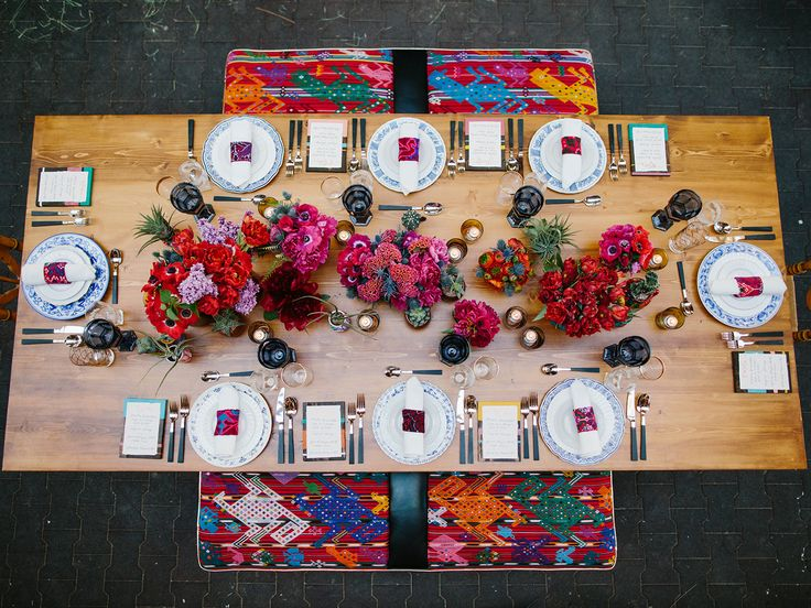 Beautiful Bright Table Scape Perfect For A Summertime Backyard Party