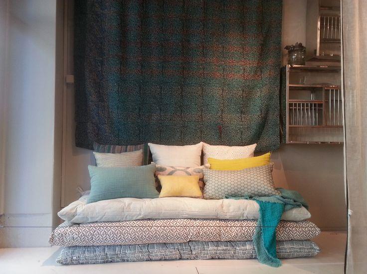 les 25 meilleures id es de la cat gorie matelas banquette. Black Bedroom Furniture Sets. Home Design Ideas