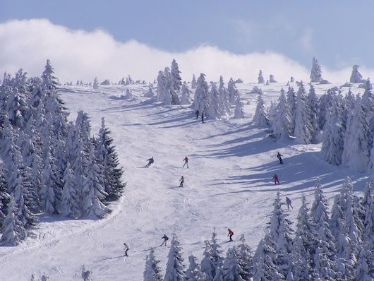 Tsjechië maakt zich op voor nieuw winterseizoen: opening pistes in Lipno en Klínovec en Snow Fun Park in Dolní Morava. Discover Czech Republic Czech Republic prepares for a new winter season: opening slopes in Lipno and Klínovec and Snow Fun Park in Dolní Morava. #CzechRepublic