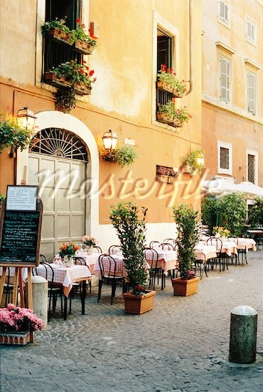 More outdoor italian cafes. This is what I miss about Italy...living outdoors:)