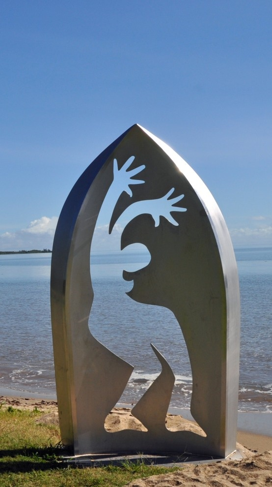 'Horizon Line'  artist: Kevin Mayo.  Large stainless steel sculpture with body changes according to light and water.  #Cairns
