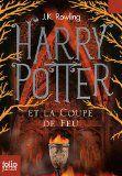 Après un horrible été chez les Dursley, Harry Potter entre en quatrième année au collège de Poudlard. A quatorze ans, il voudrait simplement...