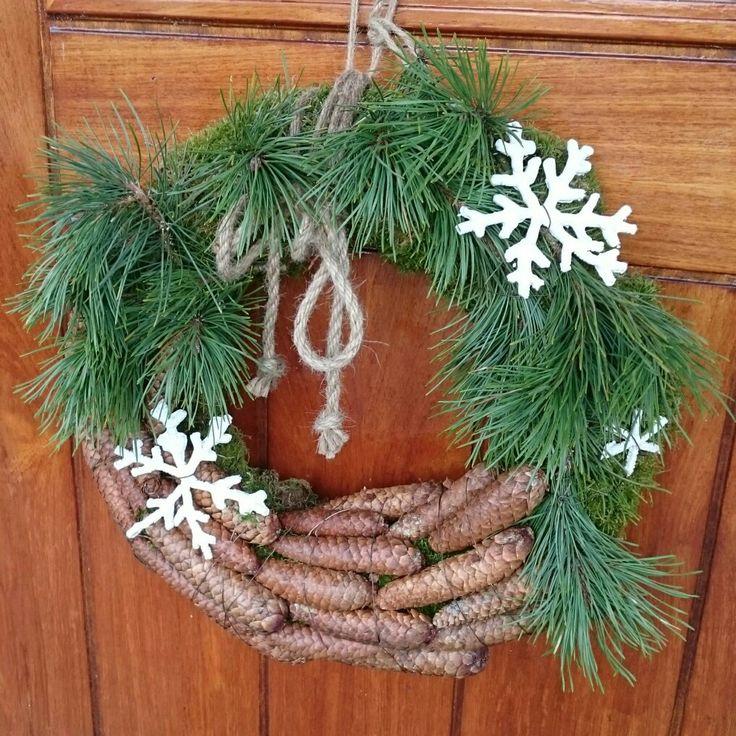 Julekrans,  dørkrans, krans, jul, natur, lerk, kongler, snøstjerne, diy, piperenser,  flytende gips.  Christmas,  wreath,  pine cone,  pipe cleaner.