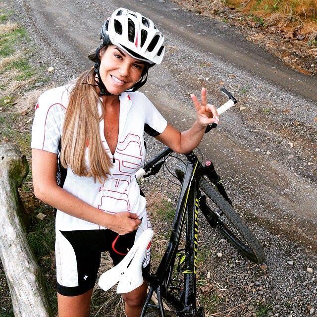 hot women on mountain bikes