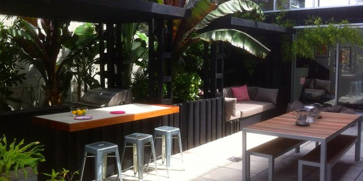 Small sub tropical plants for gold coast queensland for Tropical courtyard garden design