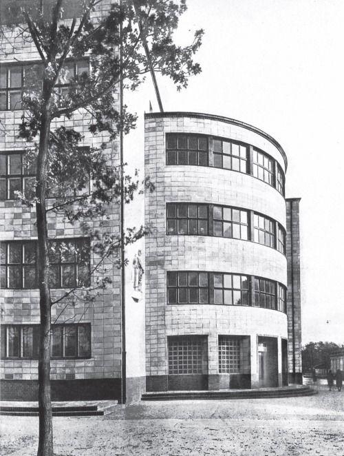 """Secondary School """"Dorotheenlyzeum"""" (1928-29) in Berlin, Germany, by Max Taut"""