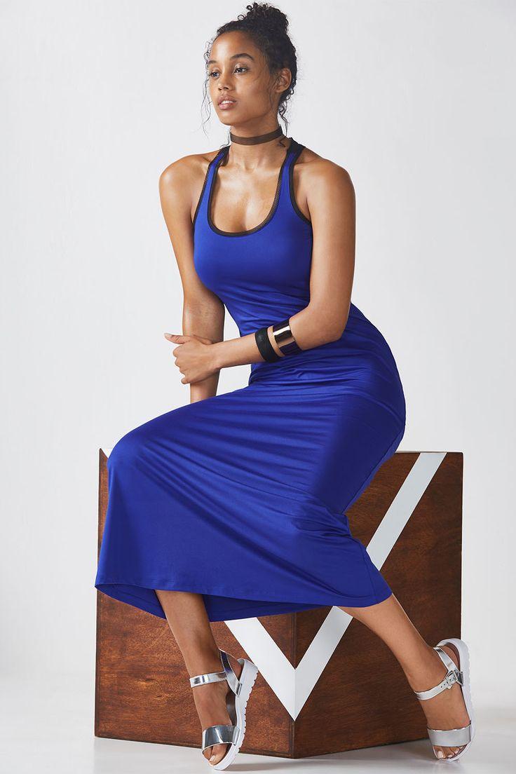 Ajoutez de la maille à votre robe longue préférée avec ce style aéré. Profitez de son tissu stretch anti-transpirant pour un été actif.
