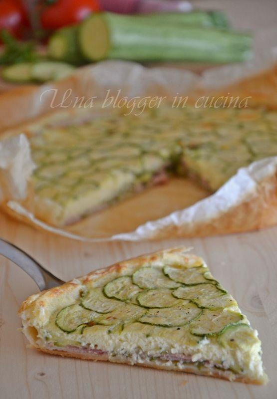 Sfoglia cremosa alle zucchine, una torta salata semplice, con strati di zucchine tagliate sottili e crema di formaggio.