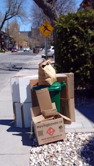 Box spotting. Reduce, reuse, recycle www.movingboxes.ca