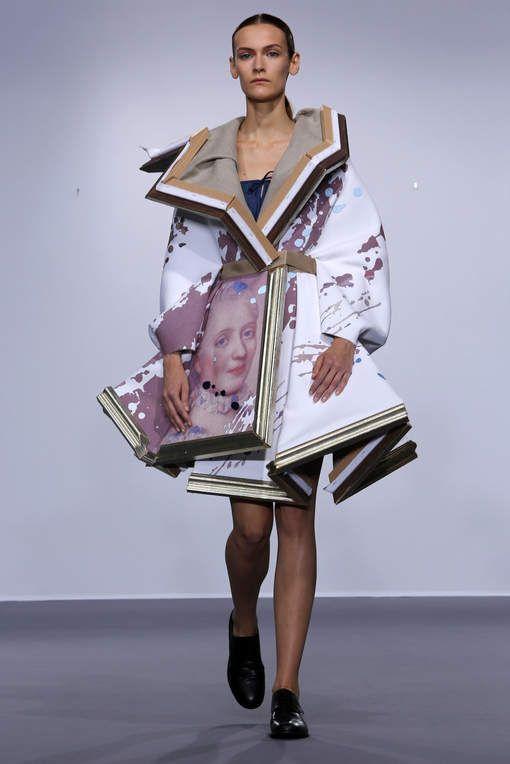 Viktor & Rolf doen het weer: schilderij wordt haute couture - AD.nl