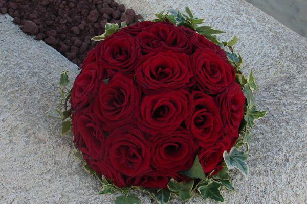 bouquet da sposa rose rosse e edera